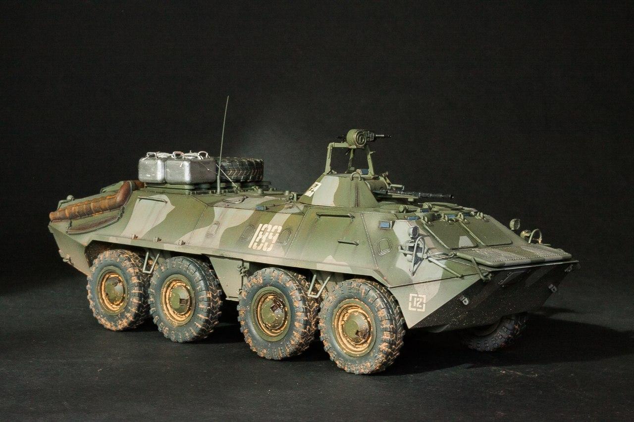 одно трёх фото моделей бронетехники видом деятельности компании